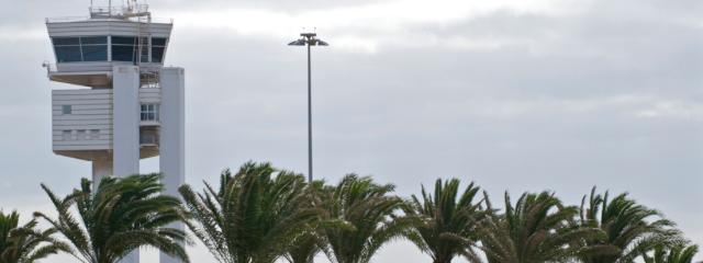 Turismo Lanzarote abordará con las compañías aéreas la posibilidad de recuperar el vuelo nocturno entre Madrid y Lanzarote