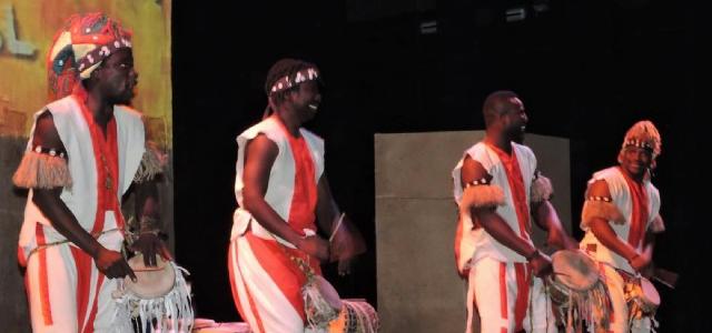 Más de 2.000 escolares de Lanzarote disfrutan del espectáculo  'Teranga: El legado de los griots de Senegal'