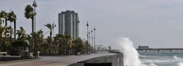 Declarada la situación de prealerta por fenómenos costeros adversos en el litoral de Lanzarote