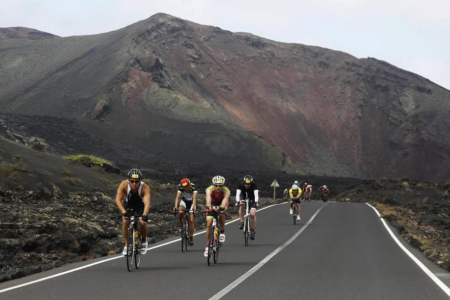 Allesandro Degasperi gana el 24º Ironman Lanzarote, más duro que nunca por el viento