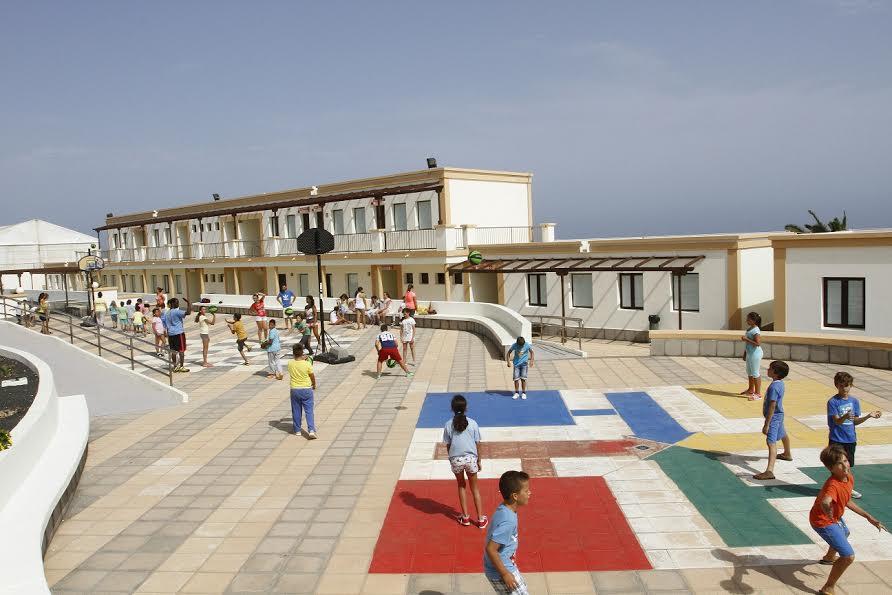 Cientos de niños disfrutan de un 'Loco Verano' en el Albergue de La Santa, tras su reapertura por parte del Cabildo de Lanzarote