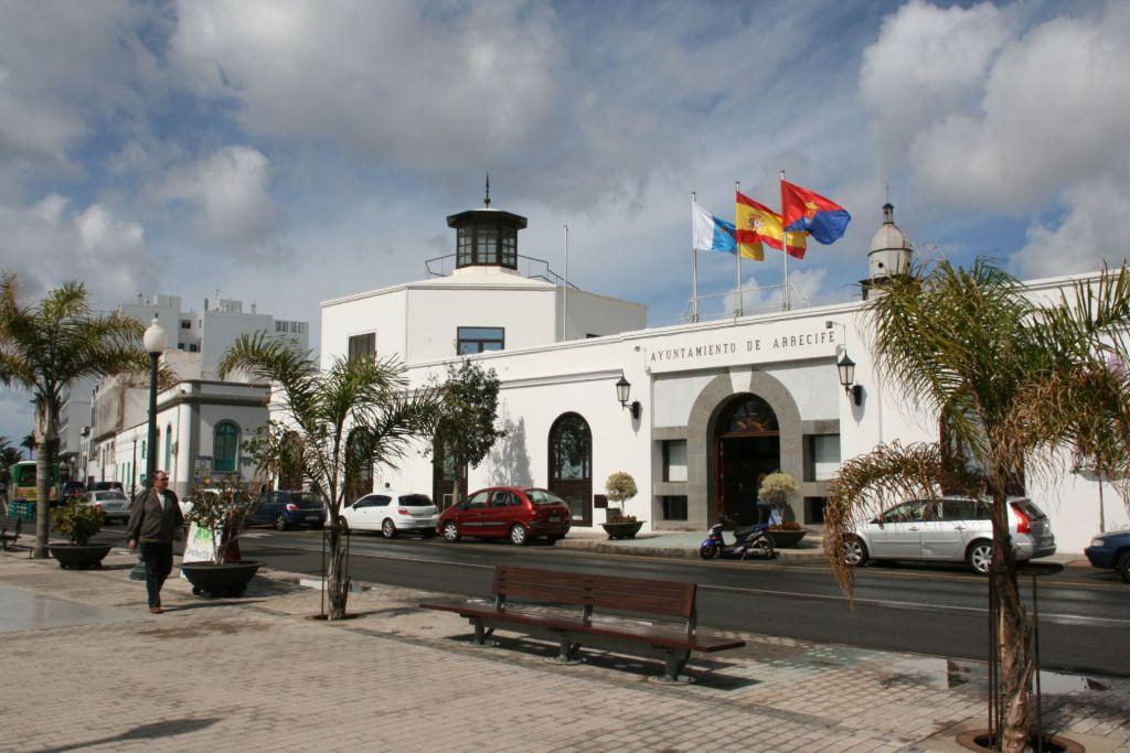 Arrecife exige a las distintas administraciones que despoliticen el debate sobre el puerto