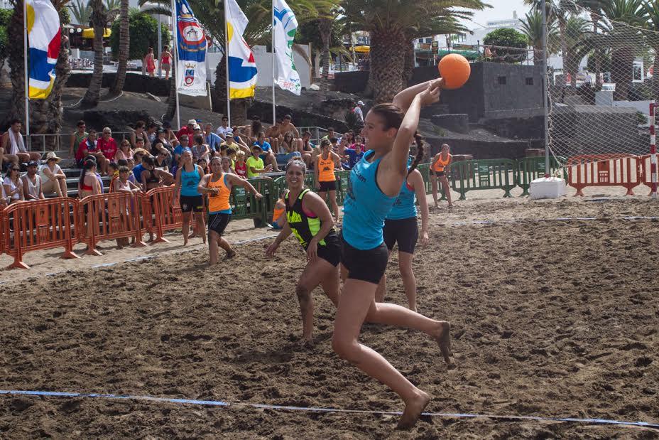 Gran final del Torneo de Balonmano Playa en Puerto del Carmen 1