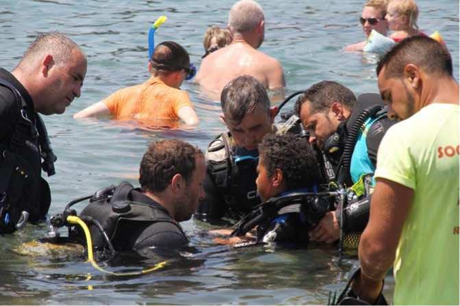 Anthony Fernándes, rompe barreras también bajo el agua