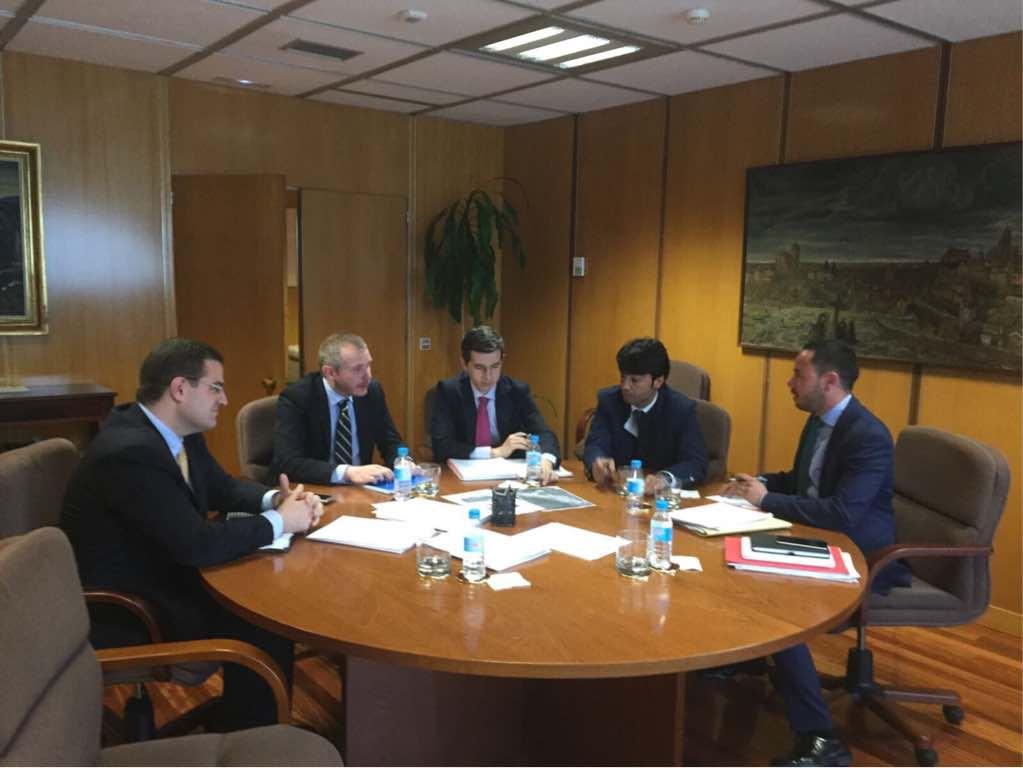El Cabildo de Lanzarote presenta ante la Secretaría de Estado de Energía la propuesta alternativa de soterramiento del tendido eléctrico a su paso por Femés y Las Casitas