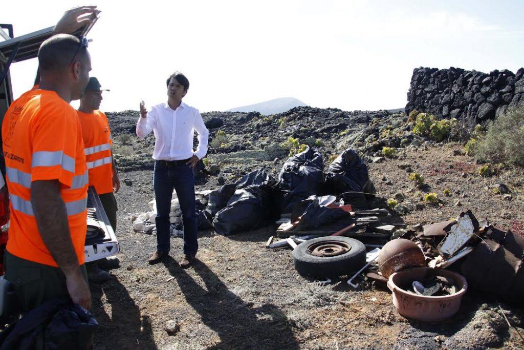 El Cabildo acomete labores de limpieza en distintos espacios naturales de Lanzarote
