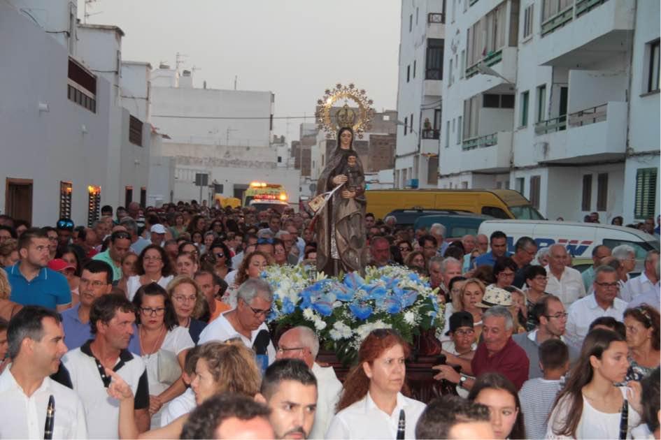 El barrio costero de Valterra disfrutó de la procesión de la Virgen del Carmen