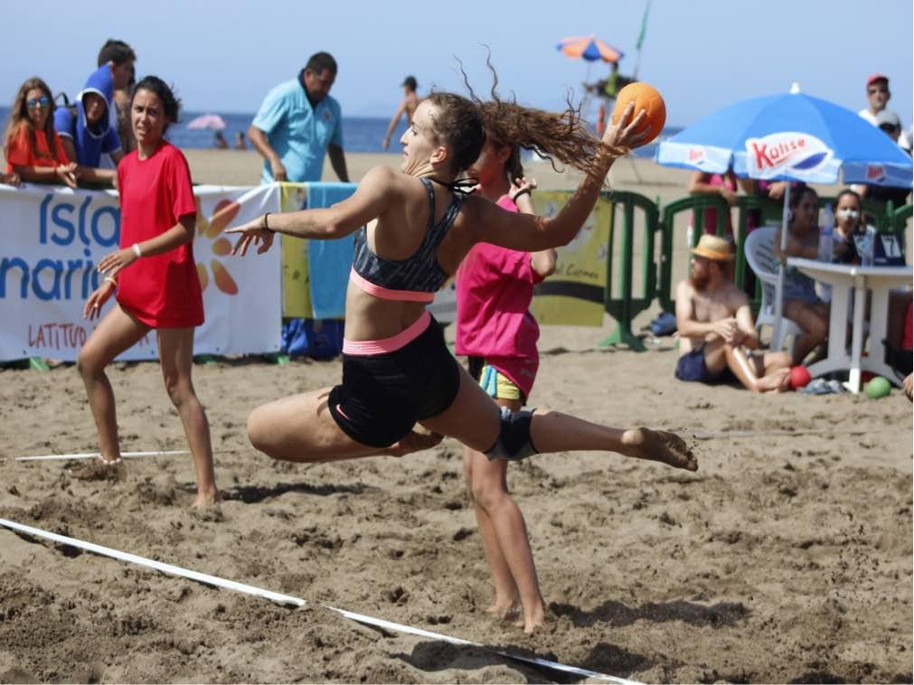 """47 equipos participan en el Torneo de Balonmano Playa """"Ciudad de Arrecife"""""""