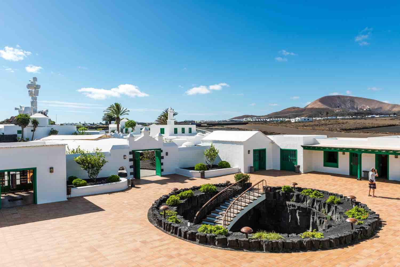 Los Centros ponen en marcha el Mercado Insular Artesanal del Monumento al Campesino