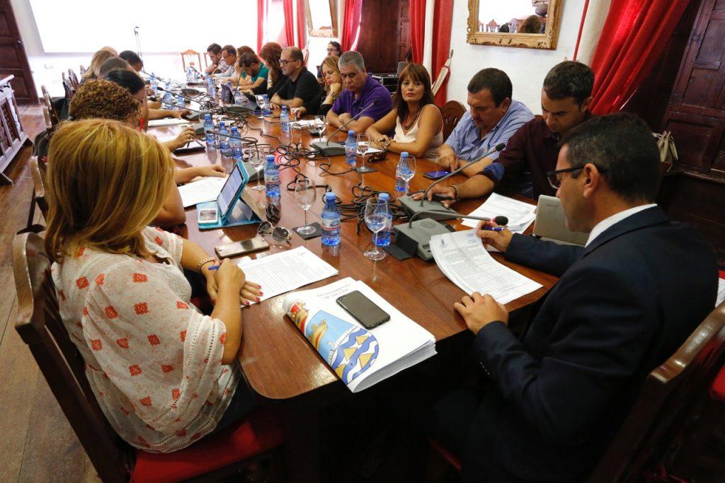 Teguise aprueba las nuevas bases para conceder 210 mil euros en ayudas al transporte de estudiantes