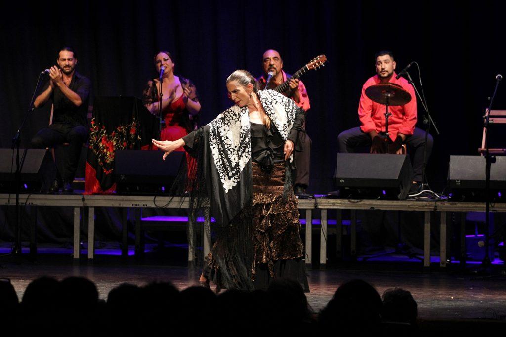 El espectáculo Noche de Flamenco llena el Teatro de Tías