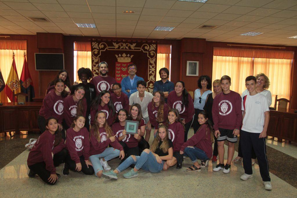 El presidente del Cabildo recibe a los jóvenes lanzaroteños que disputaron la final de la competición de danzas urbanas Rock Da House 2017 en Portugal