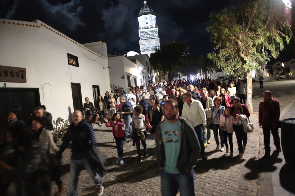 El teatro y las artes escénicas llenan de público el Conjunto Histórico de Teguise