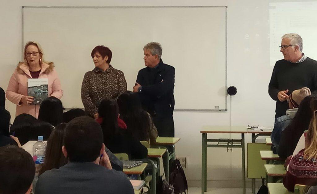 La Escuela Universitaria de Turismo de Lanzarote acoge una conferencia sobre la evolución y desarrollo del turismo en la isla a cargo del autor del libro 'El Volcán del Turismo'
