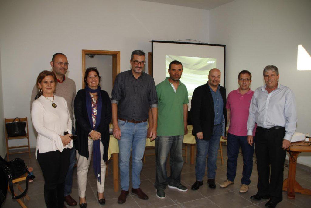 Cabildo de Lanzarote y Gobierno de Canarias abordan con el sector la recuperación del cultivo de la cochinilla