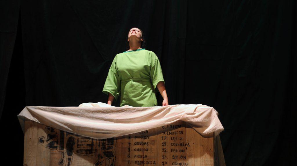El montaje 'Tal vez soñar' ocupa el escenario del teatro El Salinero