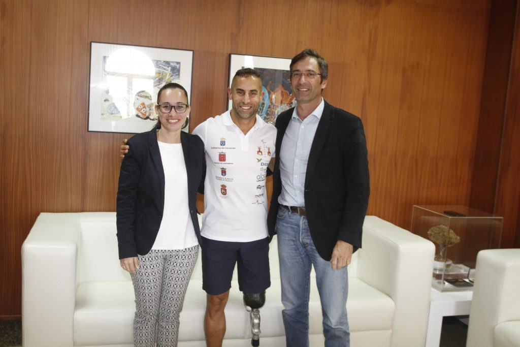 El presidente del Cabildo de Lanzarote recibió a Lionel Morales, recién proclamado campeón de España de Paraduatlón