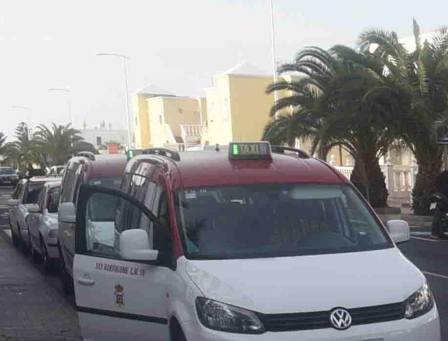 San Bartolomé aprobó en pleno la adjudicación de 3 licencias de auto-taxi adaptados a personas con movilidad reducida