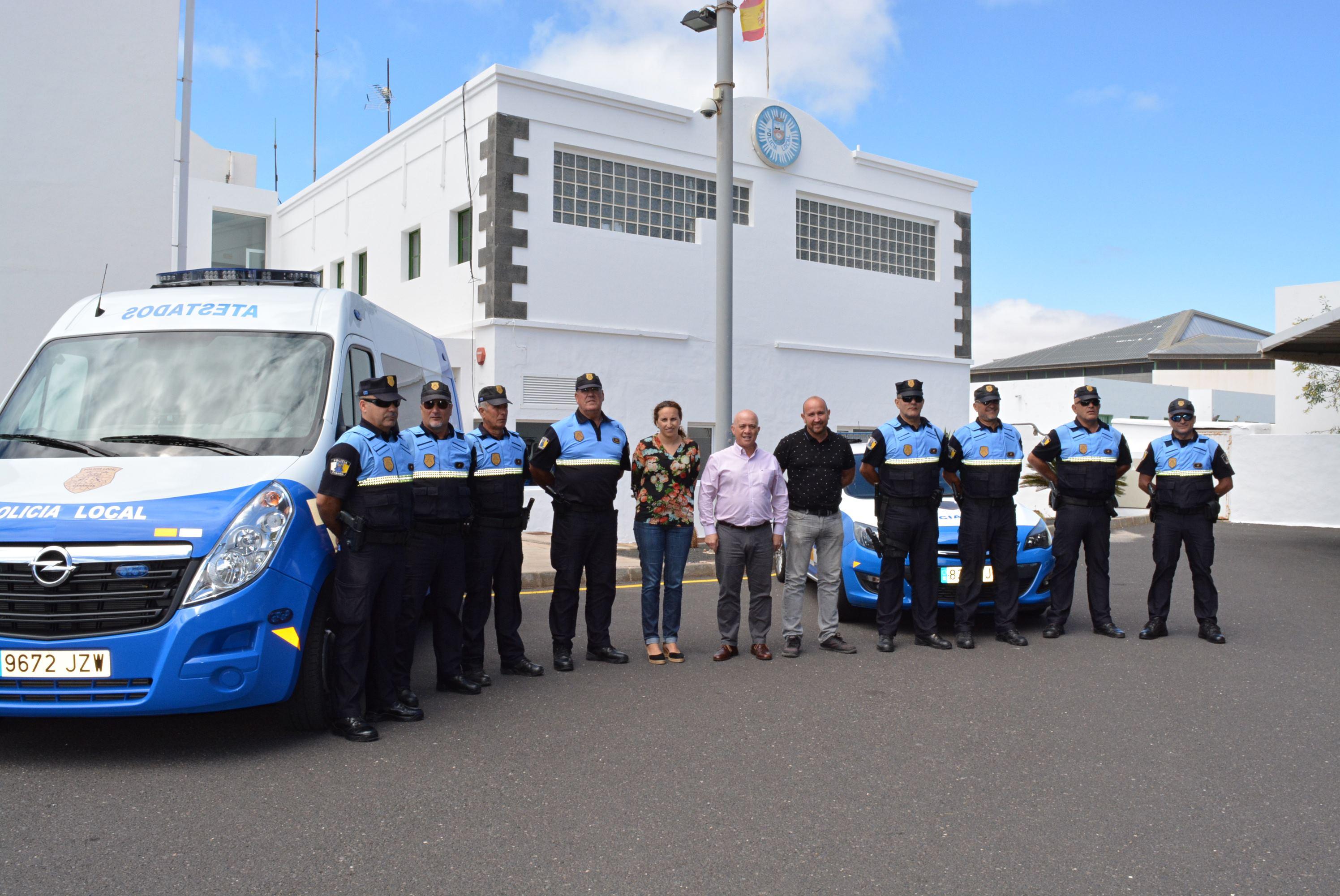 El Ayuntamiento de Tías refuerza a sus policías locales dotándolos de chalecos antibalas