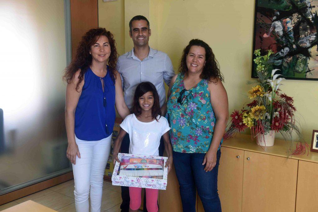 """El Ayuntamiento de San Bartolomé recibió a la niña saharaui """"Sara Mohamed Salem"""" y su familia de acogida en el municipio dentro del Programa Vacaciones en Paz"""