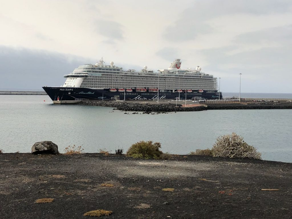 Arrecife recibe a tres mil pasajeros procedentes del 'Mein Schiff 6'
