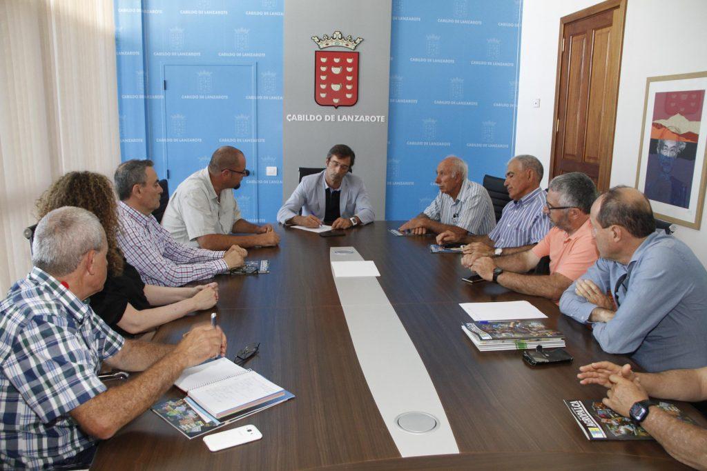 El presidente del Cabildo recibe a la recién creada Comunidad de regantes 'Isla de Lanzarote'