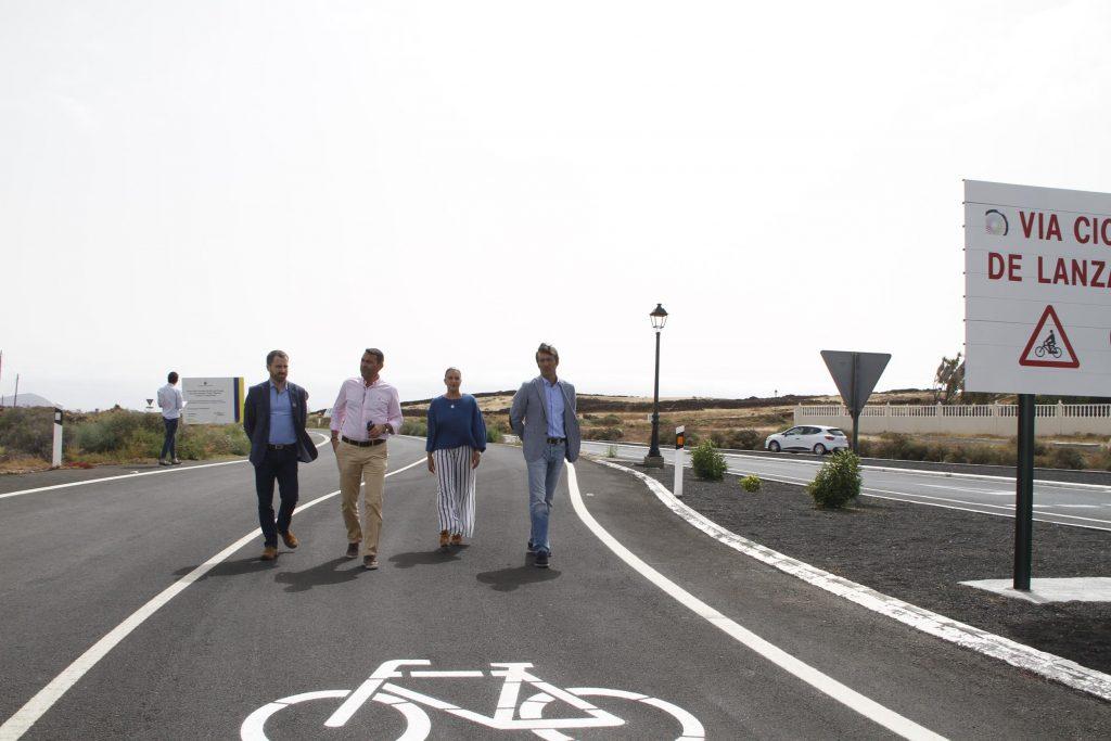 El Cabildo de Lanzarote y el Gobierno de Canarias acondicionan un nuevo tramo del proyecto global 'Vía Ciclista Lanzarote' en la antigua carretera del norte que tendrá un uso preferente para el ciclista