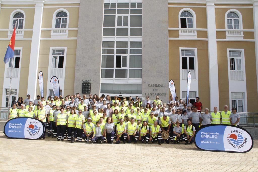 El Cabildo emprende un ambicioso plan permanente de embellecimiento de la isla a través del programa de empleo 'Cuidando Lanzarote'