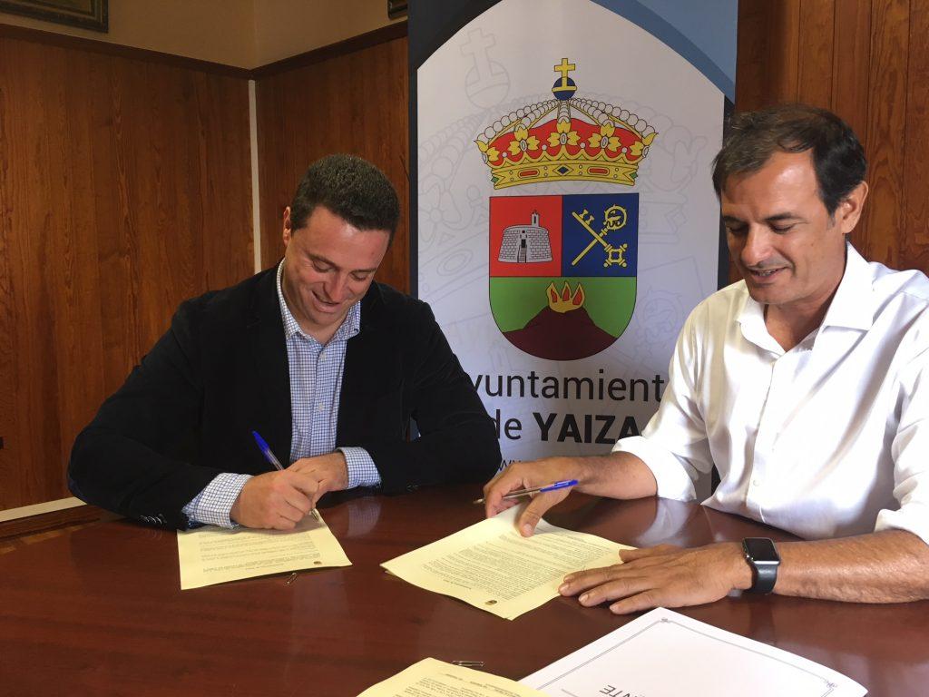 El Ayuntamiento de Yaiza y los Centros firman un convenio para poner el Castillo de Las Coloradas a disposición de residentes y visitantes