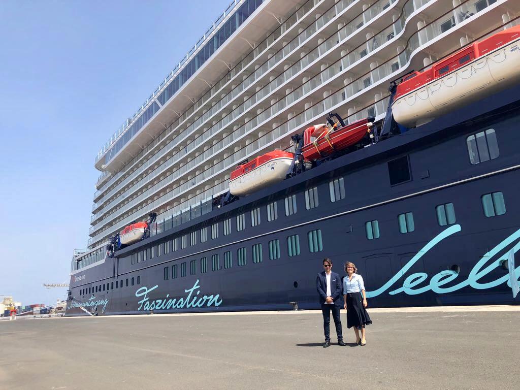 Arrecife da la bienvenida al crucero Mein Schiff 1 New con más de 4000 pasajeros a bordo