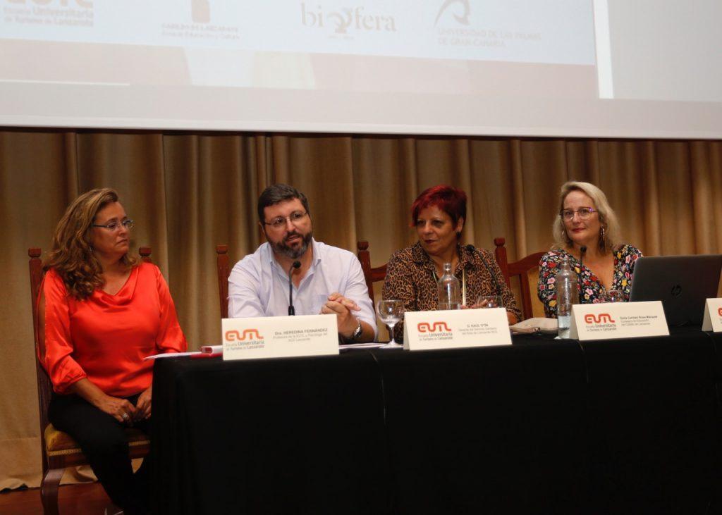 El Cabildo de Lanzarote, la EUTL, la UPLGC y la Reserva de la Biosfera analizan la calidad del empleo y la salud mental en los entornos de trabajo