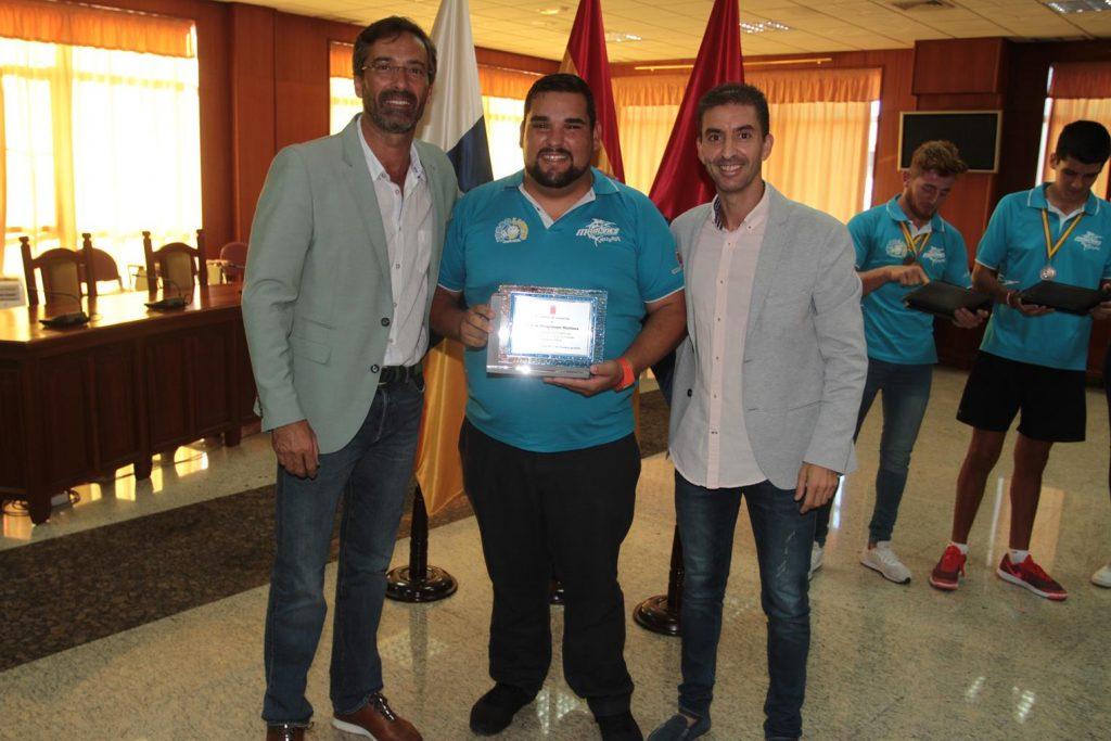 El presidente del Cabildo recibió al Club de Piragüismo Marlines de Lanzarote, campeón de España de Jóvenes Promesas de Kayak de Mar