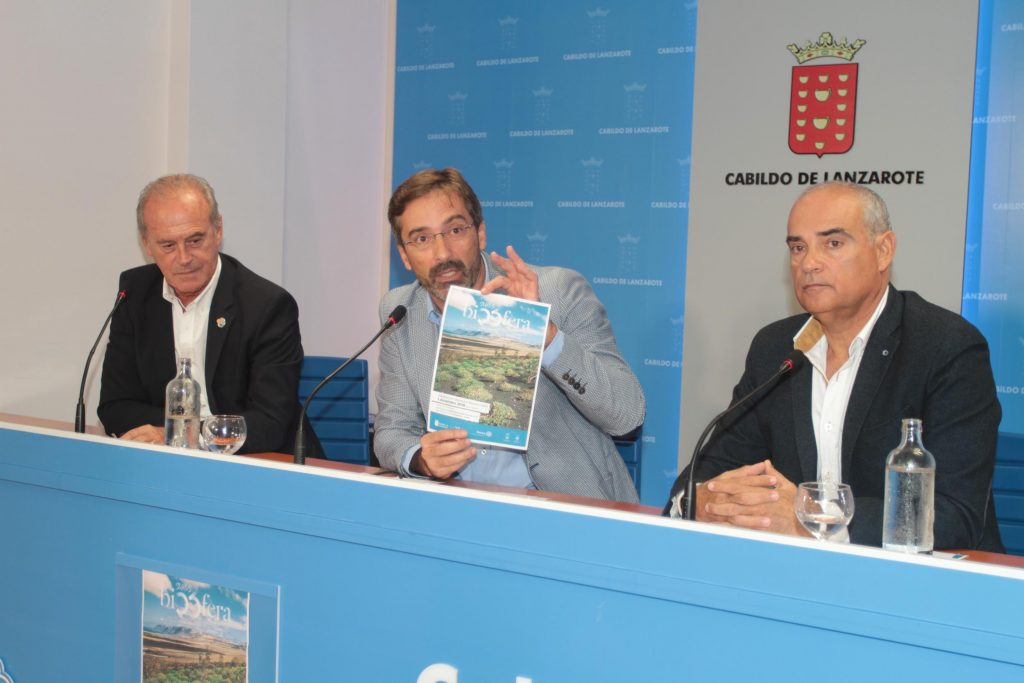 El Cabildo  y Rotary Club Lanzarote proponen el reto colectivo de plantar 2.500 plantas autóctonas para conmemorar los 25 años del título de la Reserva de la Biosfera