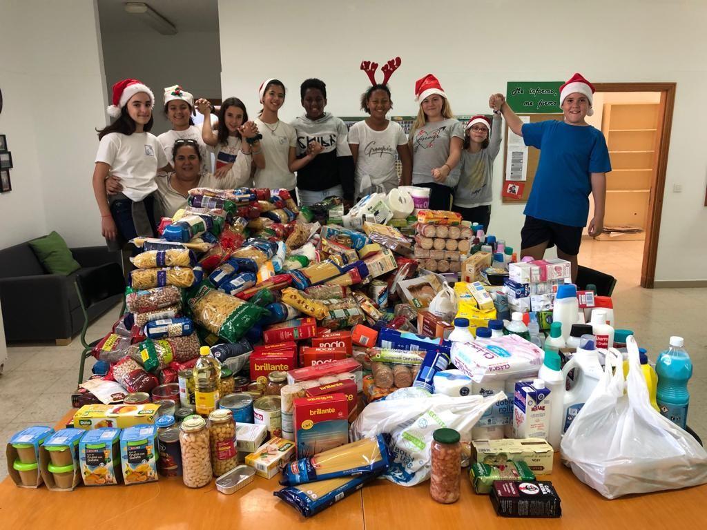 El  CEIP Playa Honda logra, en su mercadillo navideño, dos toneladas de alimentos para ONGs
