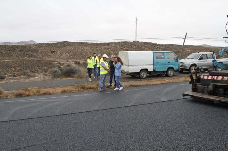 El Cabildo de Lanzarote realizará el viernes trabajos de mejora de señalización y reposición de barreras en el tramo de la Rotonda de Los Camellos de Uga y el pueblo de Las Casitas