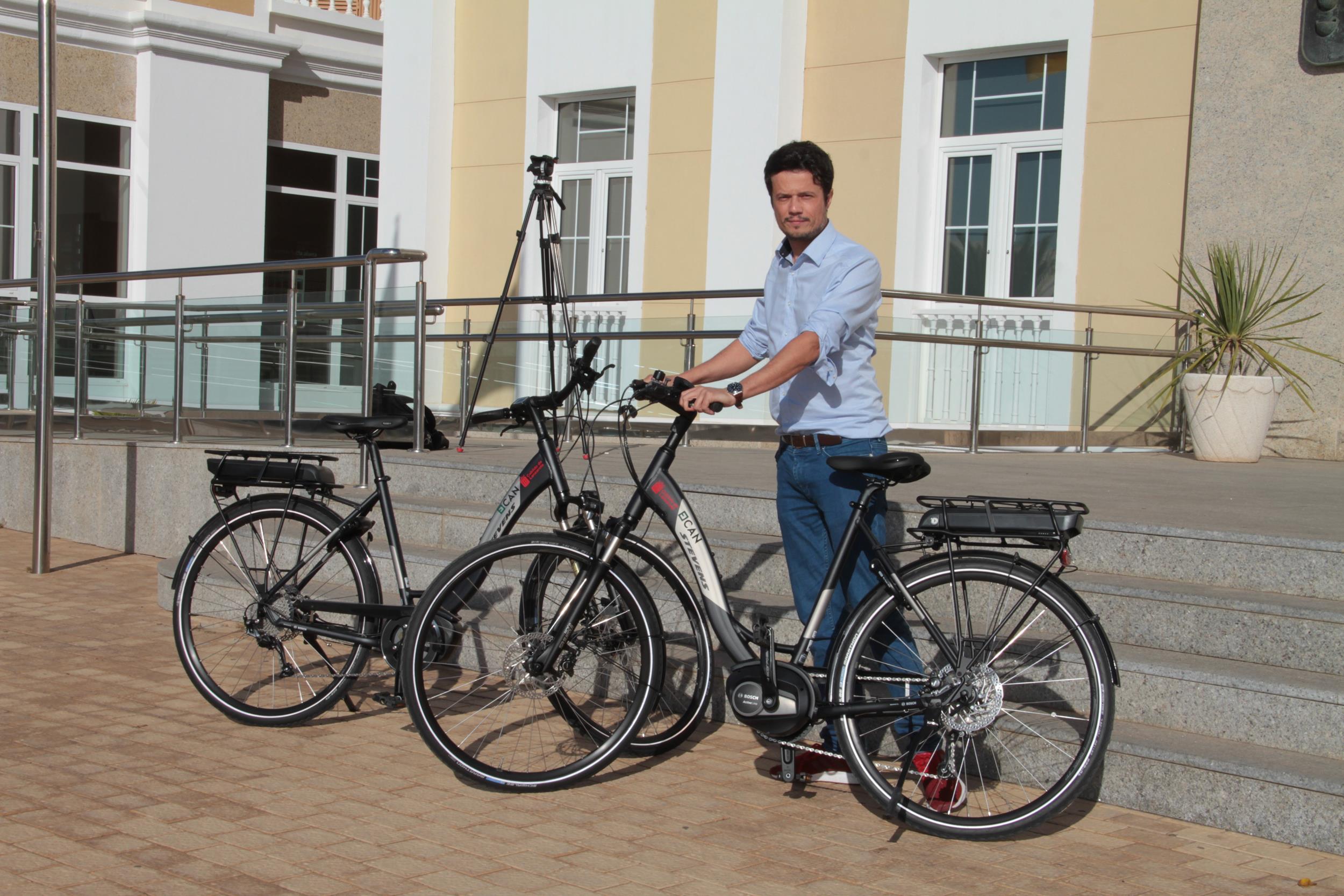 El Cabildo de Lanzarote adquiere dos bicicletas eléctricas que contribuirán al modelo de movilidad sostenible por el que apuesta la Corporación