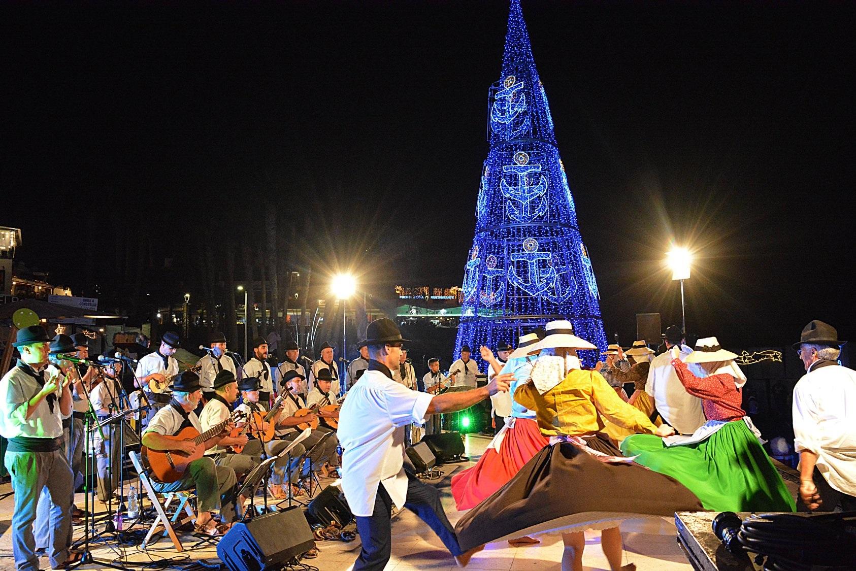 La Navidad Isleña llena de buen ambiente navideño la plaza de El Varadero de La Tiñosa