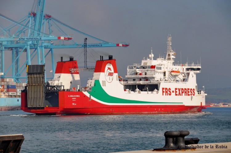 Naviera Armas aumenta sus frecuencias entre Arrecife y Las Palmas y mejora la competitividad del puerto