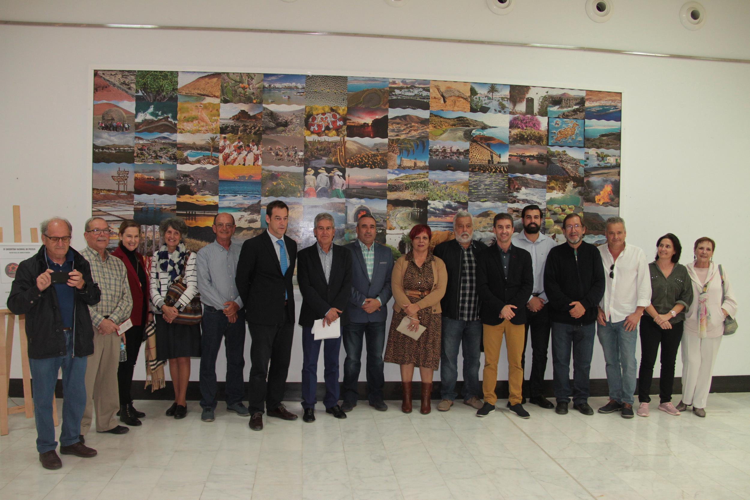 El Aeropuerto de Lanzarote expone el puzle más grande del mundo con 91 fotografías de la Isla y 45.500 piezas