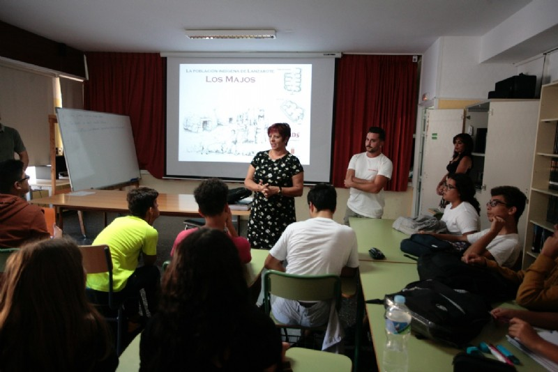 El Cabildo de Lanzarote acercará el patrimonio cultural de Lanzarote a unos 3.200 escolares de la isla con charlas didácticas y educativas y senderos interpretados por los principales yacimientos y enclaves históricos