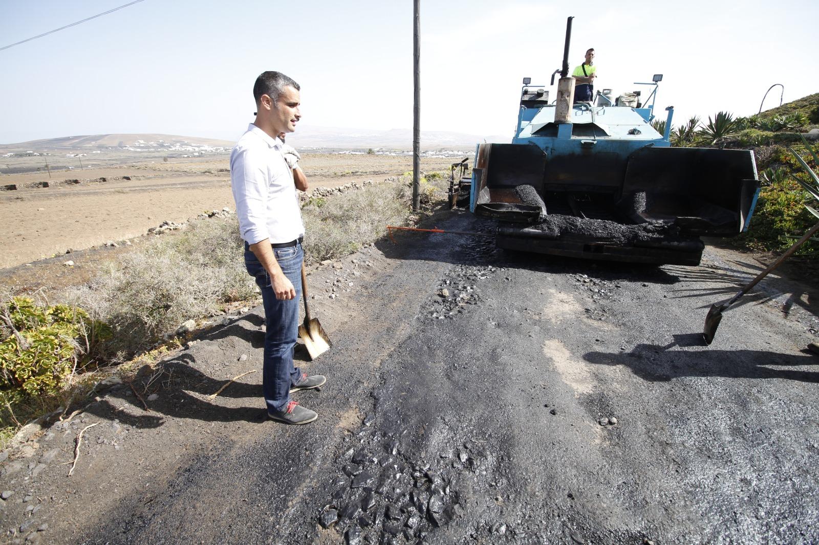 Hoy dieron comienzo las obras de asfaltado del Camino de Las Cuevas