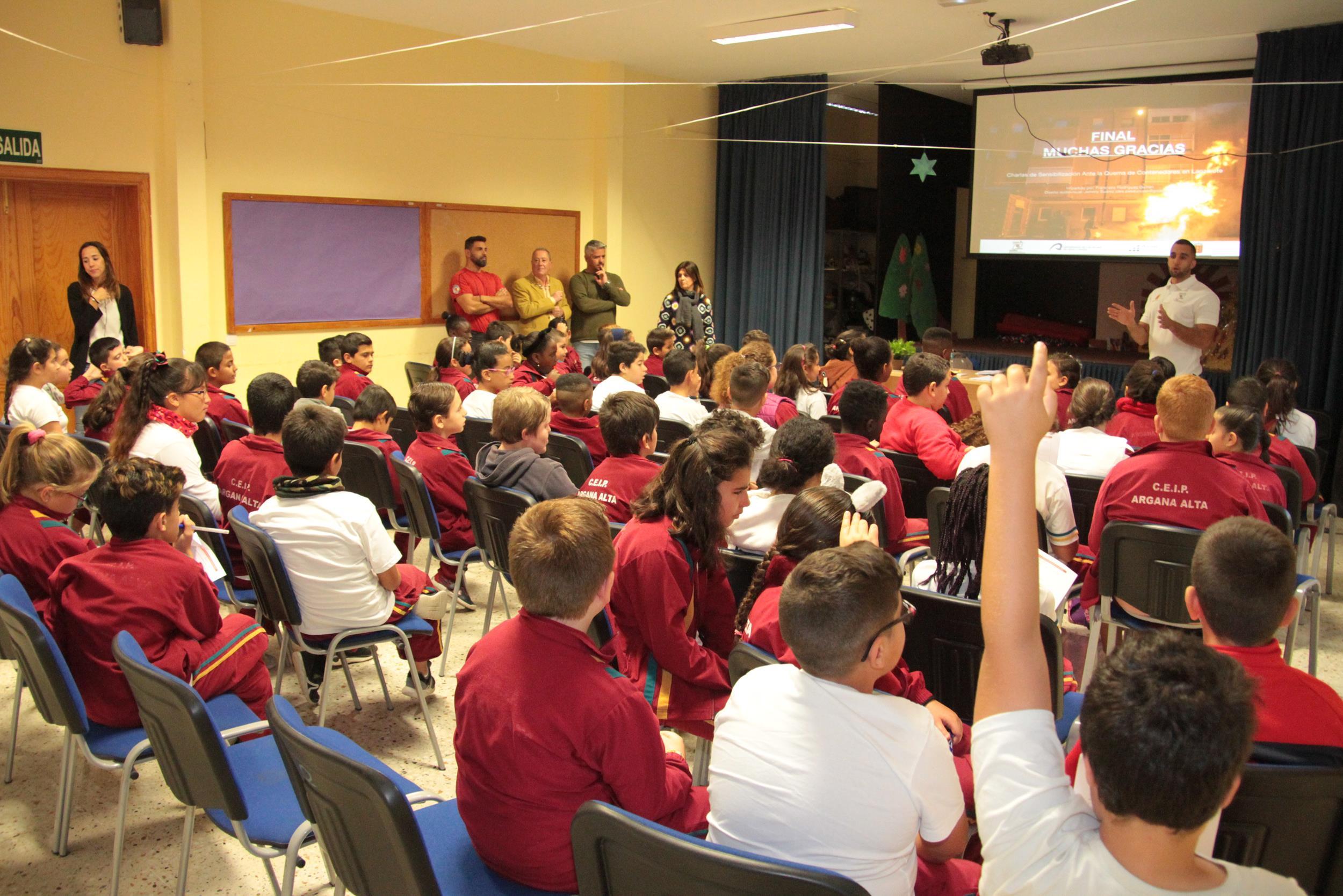 El Consorcio de Seguridad y el Área de Participación del Cabildo comienza a impartir charlas sobre la quema de contenedores en los centros docentes