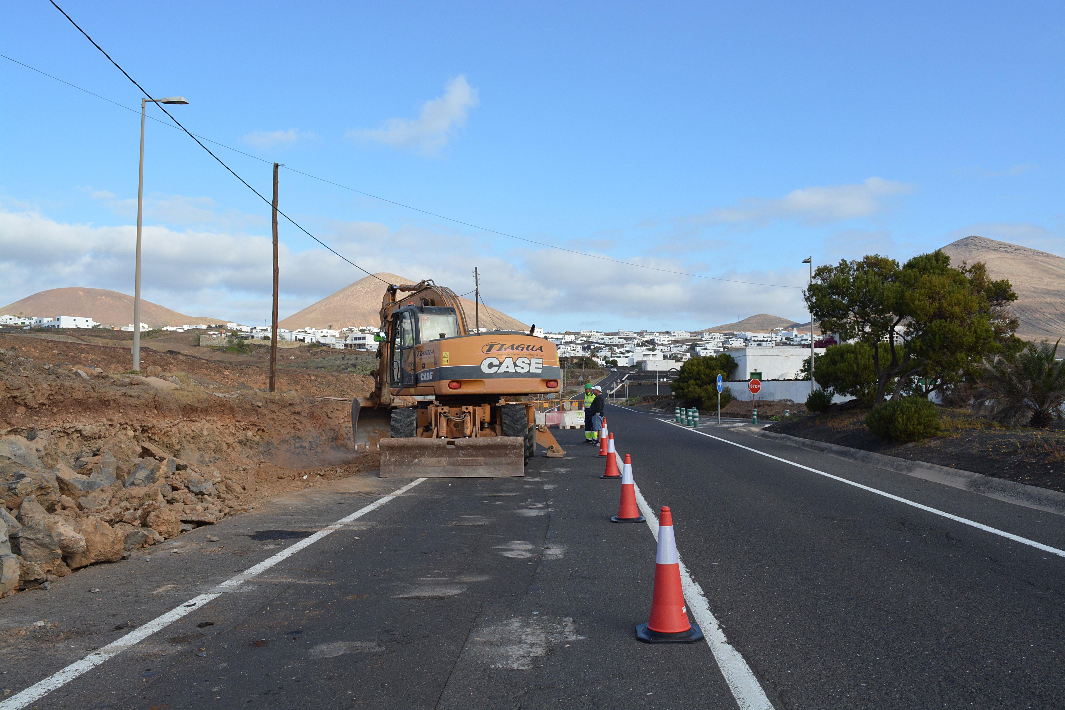 Iniciadas las obras de embellecimiento en los accesos al centro urbano de Tías, desde la LZ 2