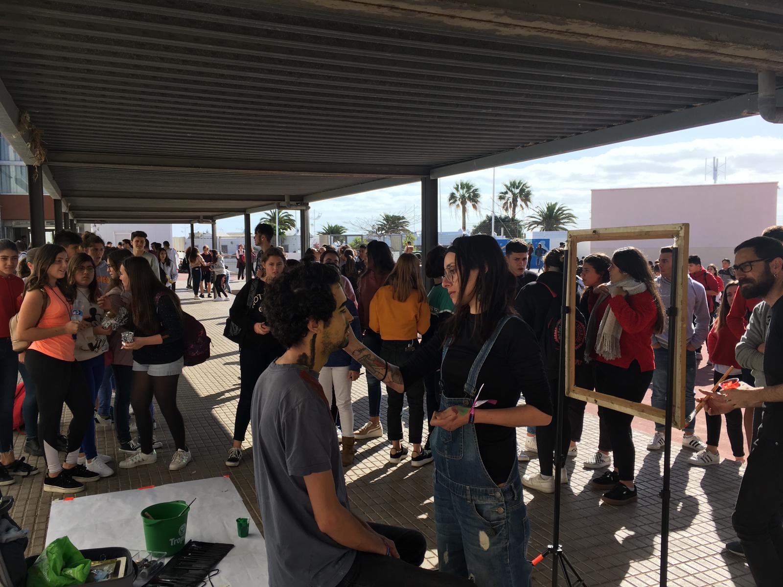 """""""Transformarte"""" desembarcó en el IES de Playa Honda con una performance de pintura en vivo"""