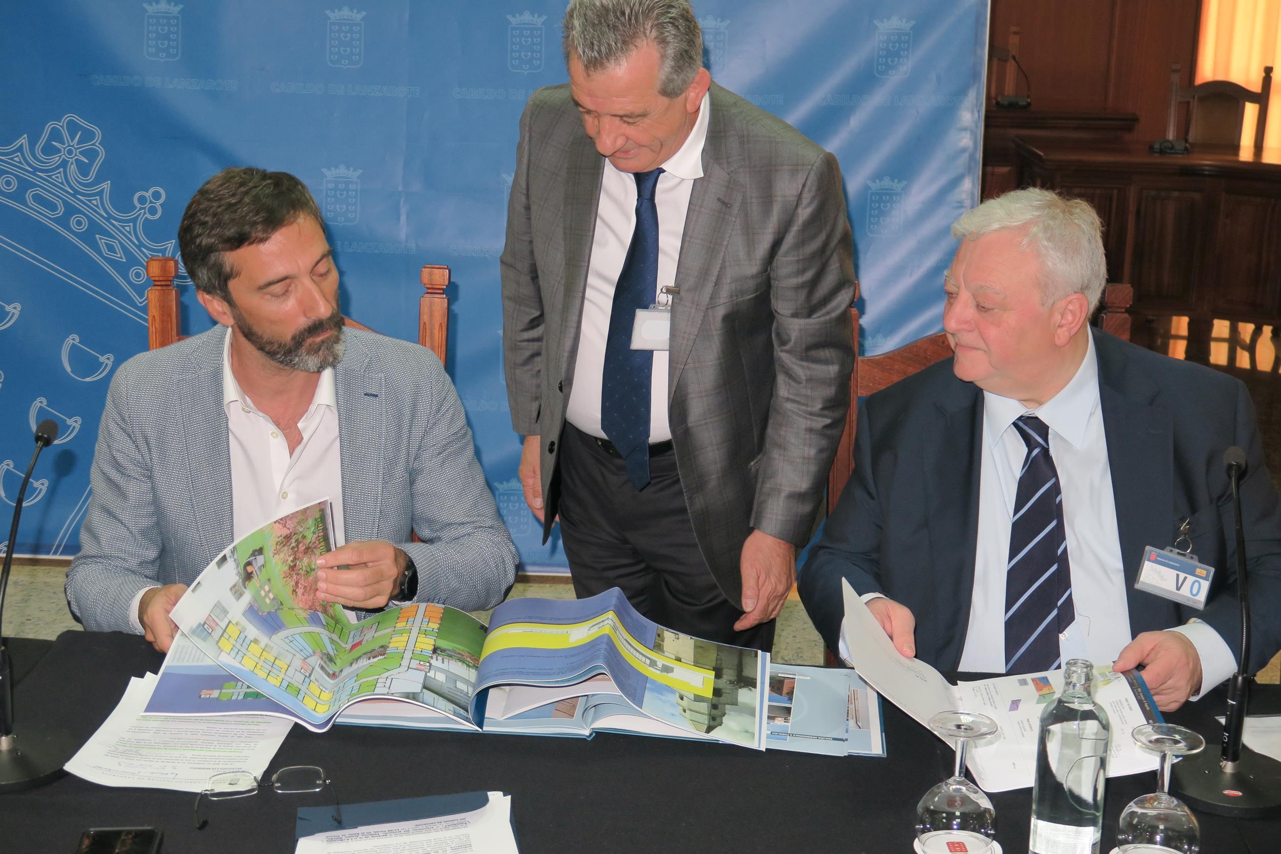 """La nueva Residencia de Mayores de Alto Requerimiento del Cabildo de Lanzarote será un sitio """"cálido y amable"""" con todas las prestaciones y servicios y espacios acogedores para los usuarios y familiares"""