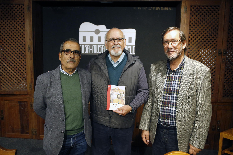 """La Casa-Museo del Timple de La Villa de Teguise acogió la presentación del libro """"Atashé el Grande""""."""