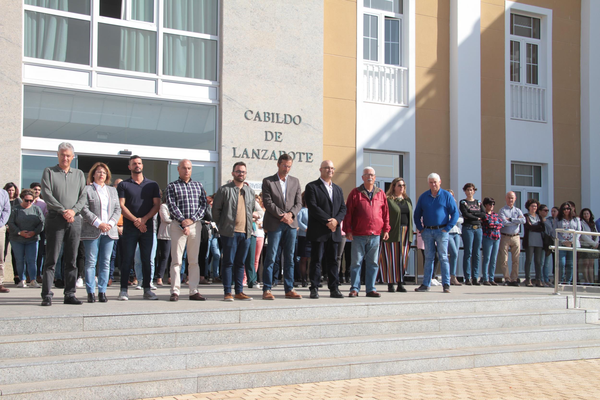 El Cabildo de Lanzarote recuerda a las víctimas del terrorismo del 11M con un minuto de silencio
