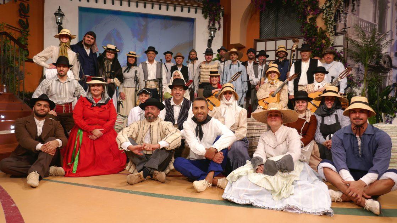 La agrupación folclórica Universitaria, Los Tres Aries y Jaime Marrero, en Tenderete