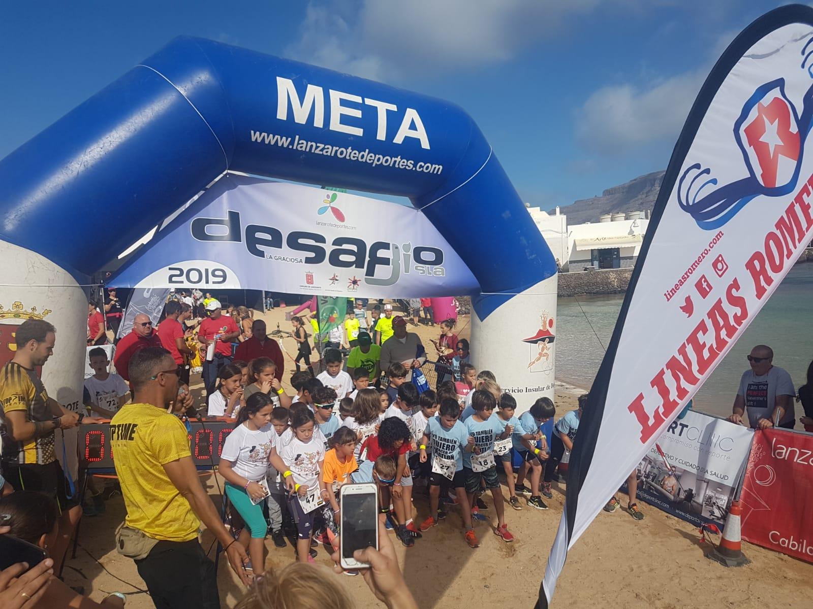 Alrededor de un centenar de chinijos y jóvenes participaron en la 'VI La Graciosa Trail Kids', enmarcada en el 'VIII Desafío 8ª Isla'