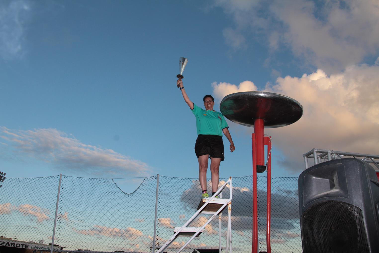 El encendido del pebetero por el juego limpio culminó el recorrido por Lanzarote de la 'XXV Antorcha de la Concordia'